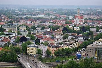 Aussicht vom Augsburger Hotelturm auf Augsburg